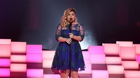 Kelly Clarkson Tears Up Talking About Her Husband Brandon